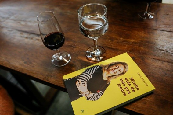 Livro sobre autismo na vida adulta de Selma Sueli Silva, Minha Vida de Trás pra Frente.