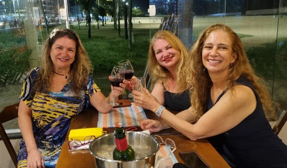 As irmãs Selma Sueli, Sandra Sallete e Sol na 'noite das garotas' em João Pessoa