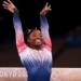 Simone Biles na final de trave das Olimpíadas de Tóquio Imagem: Laurence Griffiths/Getty Images